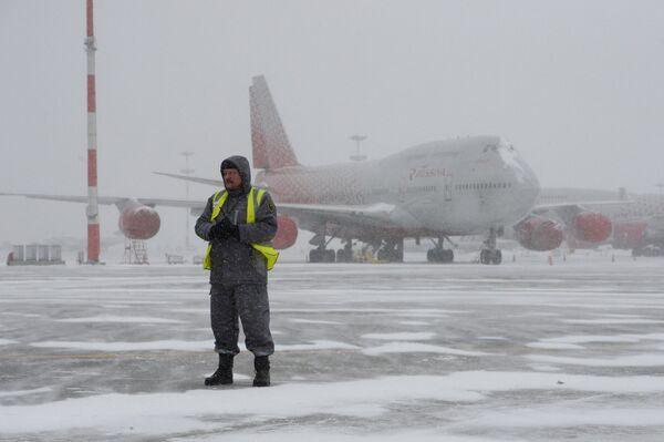 Una nevada enorme cubre de blanco Moscú - Sputnik Mundo