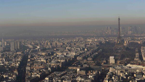 El aire contaminado en París (Archivo) - Sputnik Mundo