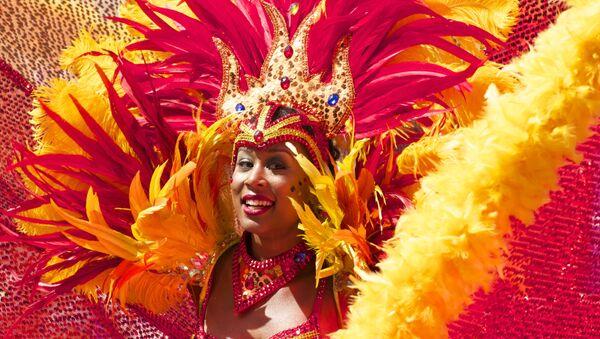Participante del carnaval en Río de Janeiro - Sputnik Mundo