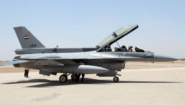 Caza F-16 de las Fuerzas Aéreas de Irak - Sputnik Mundo