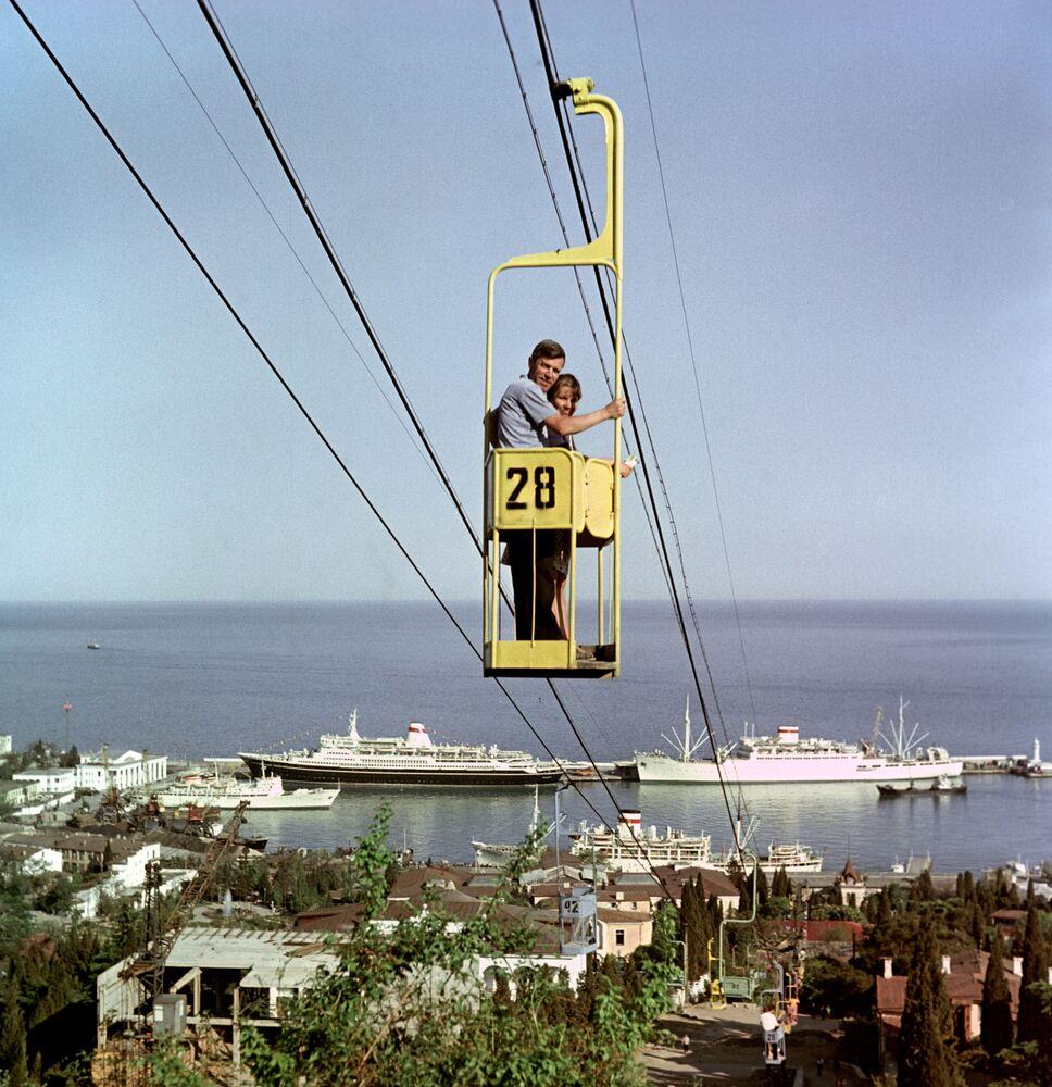 Un funicular en la ciudad de Yalta, Crimea, en 1968