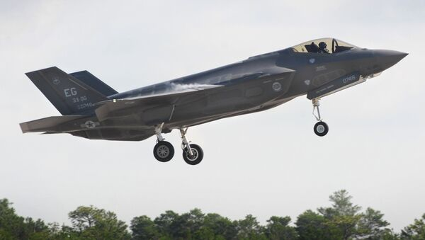 United States Air Force F-35 Lightning II fighter aircraft takes off during flight operations at Eglin Air Force Base, Florida. - Sputnik Mundo