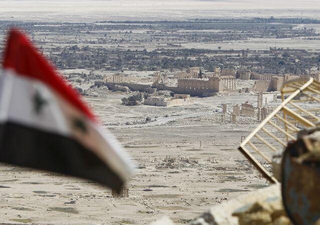 Bandera de Siria en Palmira, Homs (archivo)