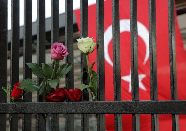 Las flores en el lugar de atentado en Turquía