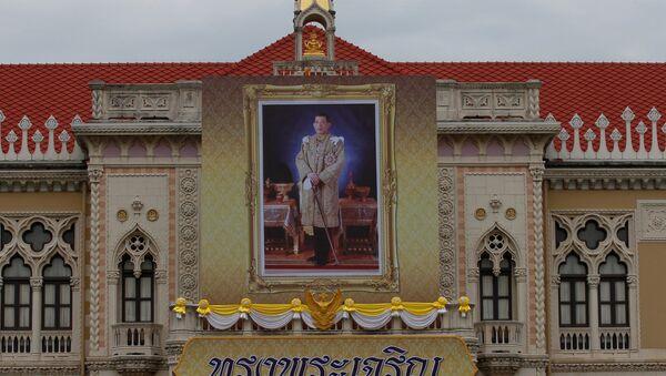 El retrato del Rey Maha Vajiralongkorn en el Palacio de Gobierno en Tailandia - Sputnik Mundo