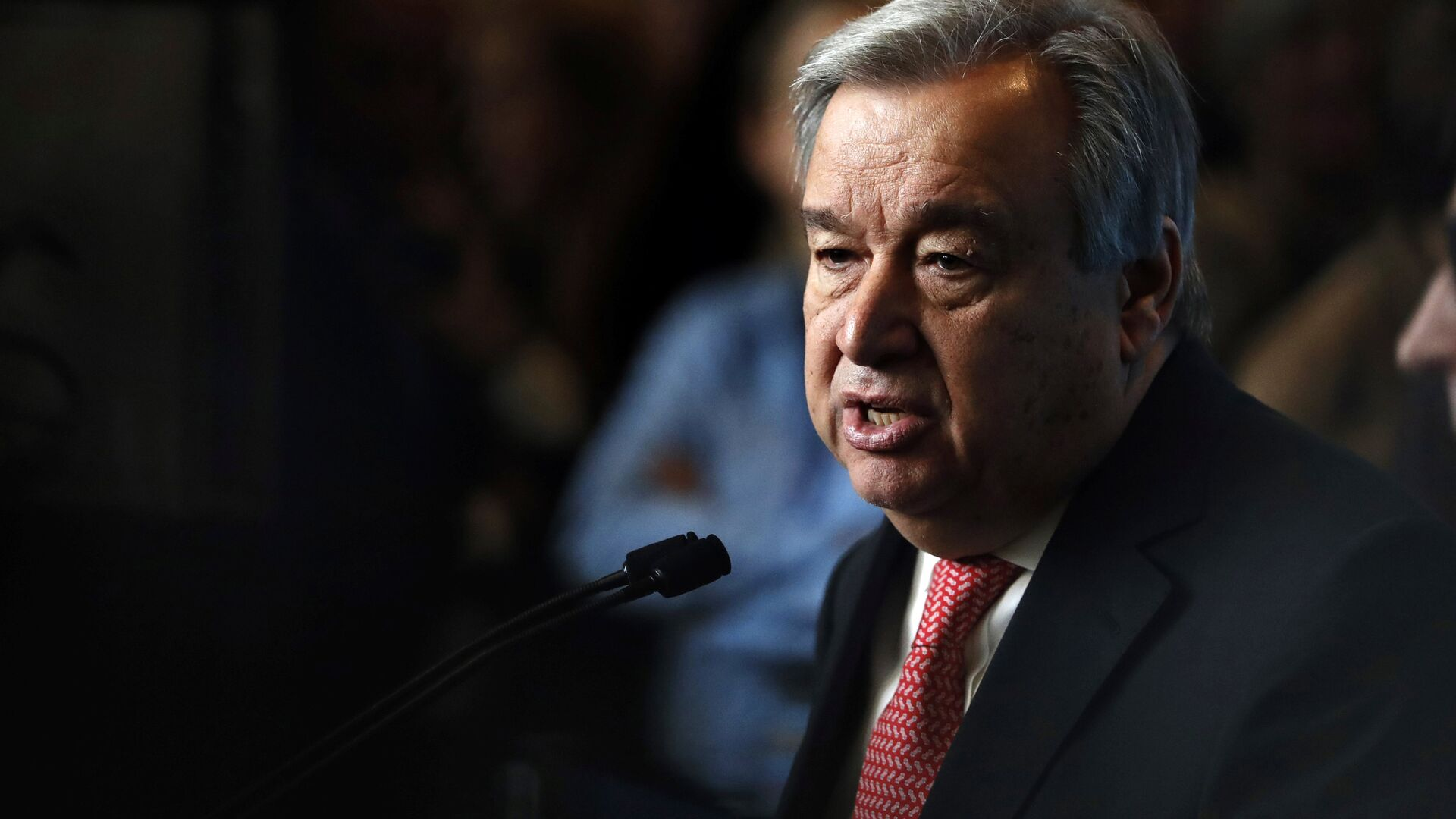 UN Secretary-General-designate Mr. Antonio Guterres of Portugal speaks to members of the media after being sworn in at UN headquarters in New York - Sputnik Mundo, 1920, 10.03.2021