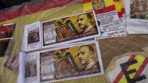 Los billetes de lotería con la imagen de Francisco Franco - Sputnik Mundo