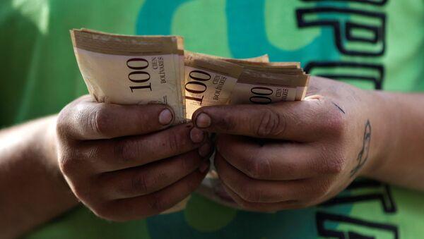 Billetes de bolívares venezolanos - Sputnik Mundo