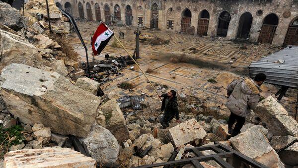 Bandera de Siria en Alepo - Sputnik Mundo