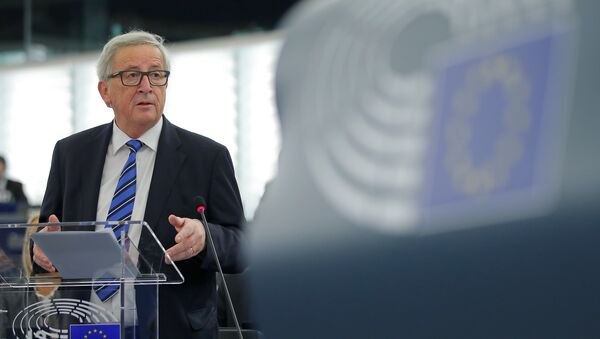European Commission President Jean-Claude Juncker addresses the European Parliament in Strasbourg, France - Sputnik Mundo