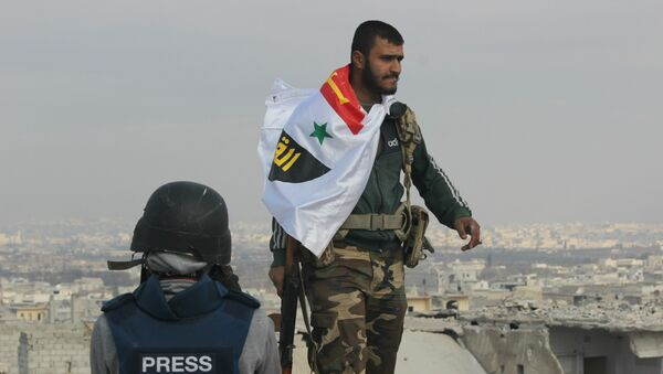 Picture of Syrian Arab Army soldier on rooftop of Sheikh Saeed in Eastern Aleppo the morning after full liberation from Nusra Front led militant factions. - Sputnik Mundo