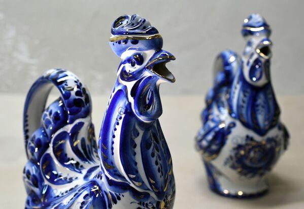 Así se produce la conocida cerámica rusa de Gzhel - Sputnik Mundo