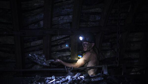 Mina de carbón en Donbás - Sputnik Mundo