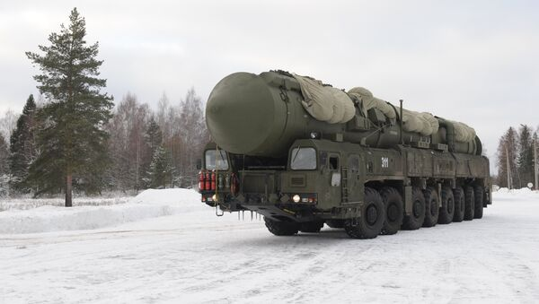 Yars MIRV-equipped ICBM, on its mobile Kamaz transporter - Sputnik Mundo