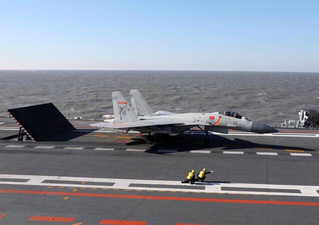 Caza chino J-15