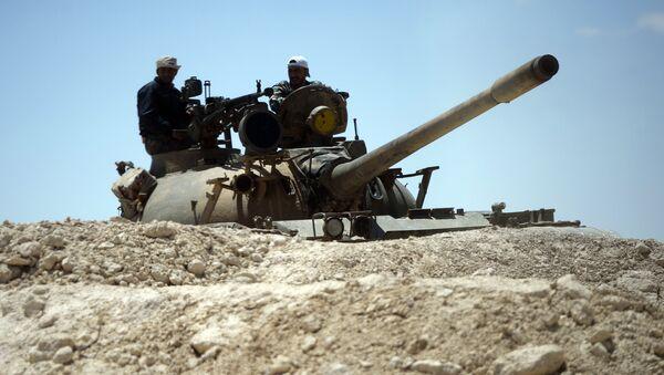 Un tanque del Ejército sirio en las afueras de Palmira (archivo) - Sputnik Mundo