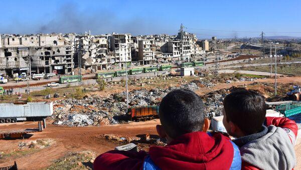 La operación para la retirada de los combatientes y sus familias de Alepo - Sputnik Mundo