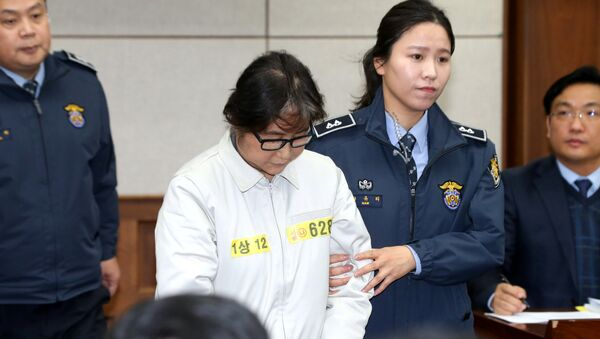 Choi Soon-sil arrives for her first court hearing in Seoul - Sputnik Mundo