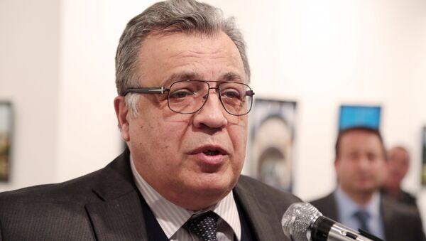El embajador ruso en Ankara, Andréi Karlov, antes del ataque en el que fue asesinado - Sputnik Mundo