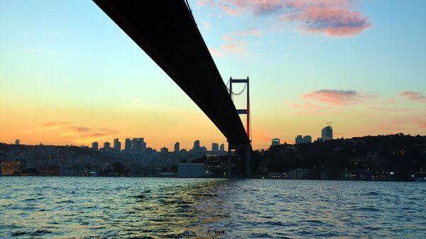 El estrecho de Bósforo en Estambul - Sputnik Mundo