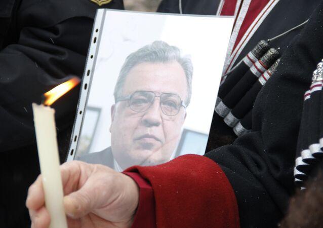 Manifestación dedicada al embajador ruso en Turquía, Andréi Kárlov (archivo)