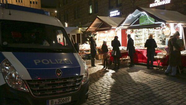 La policía de Alemania en una feria navideña en Berlín - Sputnik Mundo