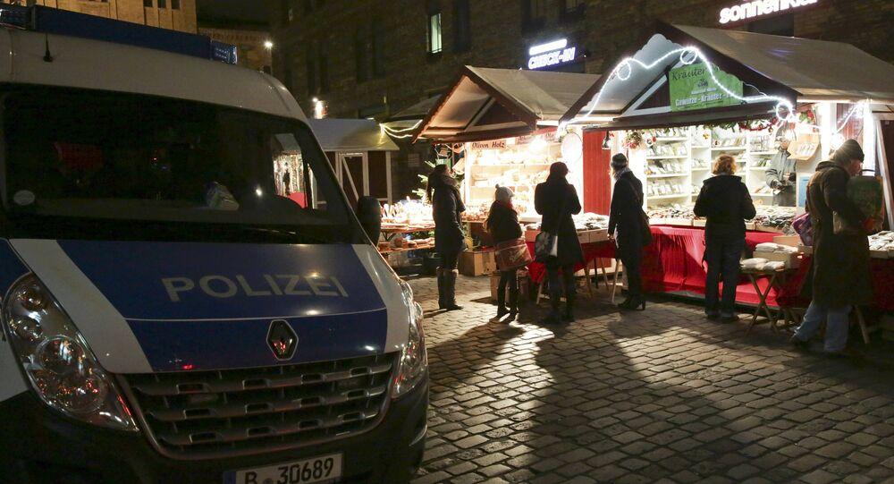 La policía de Alemania en una feria navideña en Berlín