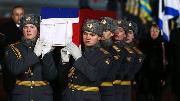 Lelegada del cuerpo del embajador ruso Andréi Kárlov a Moscú - Sputnik Mundo