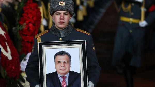 Llegada del cuerpo del embajador ruso Andréi Kárlov a Moscú (Archivo) - Sputnik Mundo