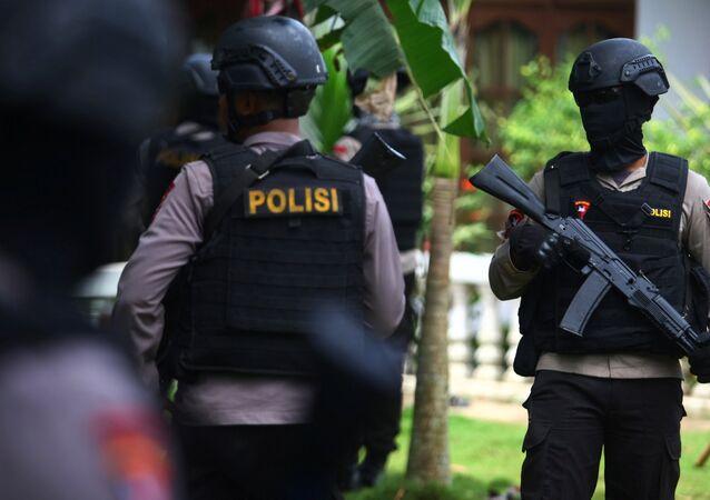 Policías indonesios