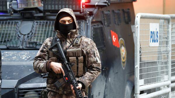 Un policía de las fuerzas especiales de Turquía (archivo) - Sputnik Mundo