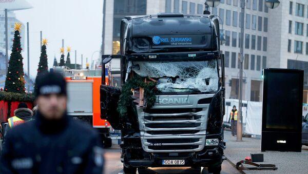 Camión que embistió contra la multitud en un mercado navideño en Berlín - Sputnik Mundo