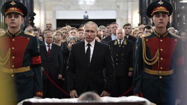 El presidente de Rusia, Vladímir Putin, asiste a los funerales de Andréi Kárlov, el embajador ruso asesinado en Ankara - Sputnik Mundo
