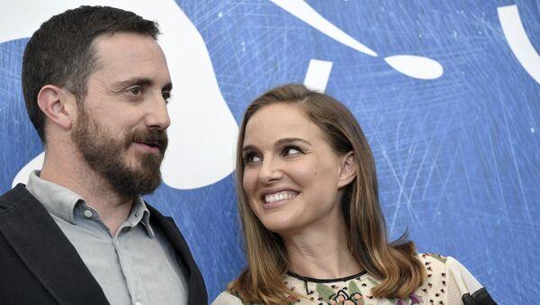 Pablo Larraín, cineasta chileno, y Natalie Portman, actriz estadounidense - Sputnik Mundo