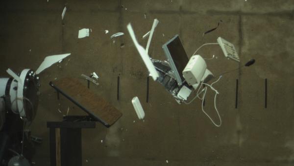 La explosión de un iMac en cámara lenta - Sputnik Mundo