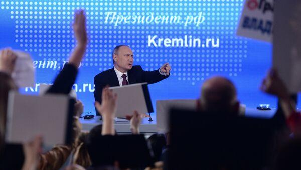 El presidente ruso Vladímir Putin responde a las preguntas durante la 12ª conferencia de prensa anual, 23 de diciembre de 2016 - Sputnik Mundo