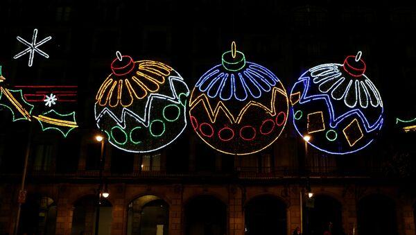 Decoraciones con luces como parte de las celebraciones de Navidad en la Ciudad de México - Sputnik Mundo
