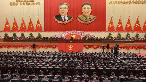 Kim Jong-un, líder de Corea del Norte, durante la reunión de jefes de comités de base del Partido del Trabajo de Corea - Sputnik Mundo
