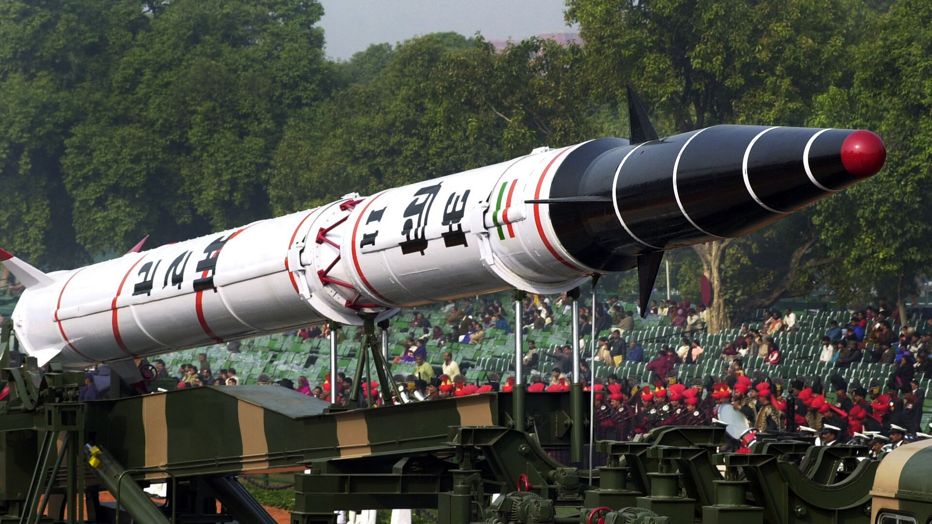 India's Agni II missile is seen in a rehearsal for the Republic Day Parade in New Delhi, India. - Sputnik Mundo, 1920, 28.06.2021