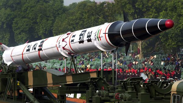 India's Agni II missile is seen in a rehearsal for the Republic Day Parade in New Delhi, India. - Sputnik Mundo