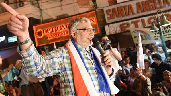 Former Paraguayan president and current senator Fernando Lugo speaks during a political rally in Asuncion on August 7, 2015 - Sputnik Mundo