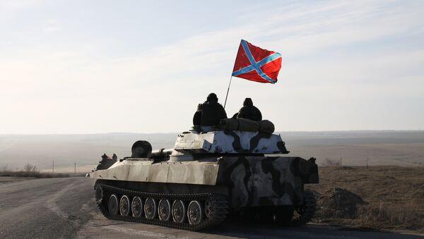 Отвод колонны тяжелой военной техники ДНР из Донецкой области - Sputnik Mundo