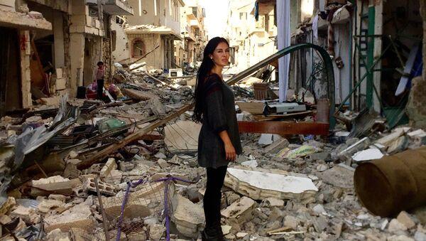 La cineasta boliviana Carla Ortiz en Siria - Sputnik Mundo