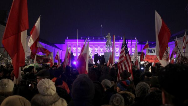 Manifestación progubernamental en Varsovia, Polonia - Sputnik Mundo