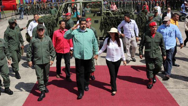 Ministro de Defensa Vladímir Padrino López, presidente Nicolás Maduro y su esposa Cilia Flores (Archivo) - Sputnik Mundo