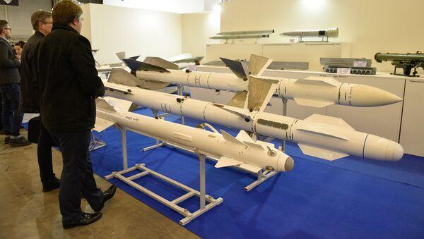 Exposición de armas en Kiev - Sputnik Mundo