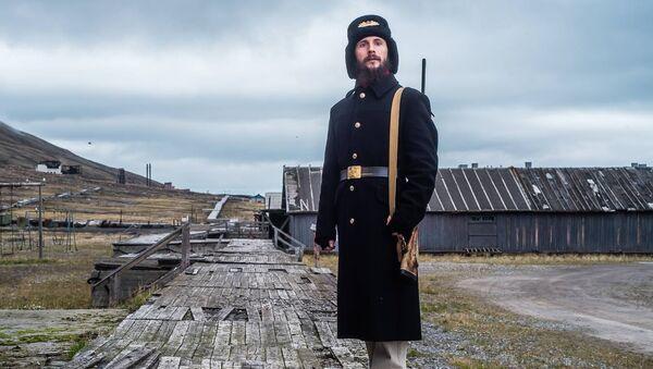 Aleksandr Romanovskiy, el guía ruso en la ciudad árctica abandonada de Pyramiden - Sputnik Mundo