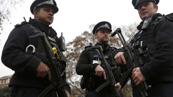Policías armados en Londres - Sputnik Mundo
