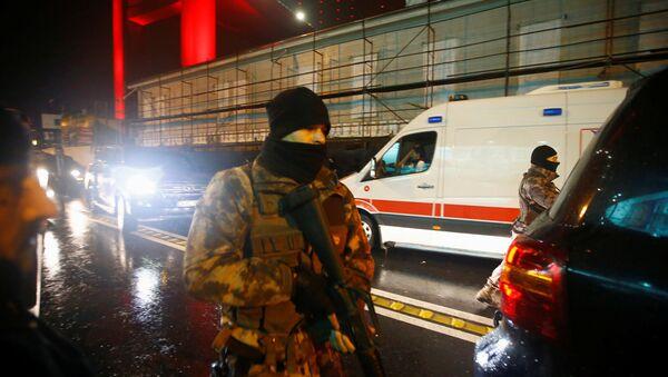 Policía turca cerca del lugar del atentado en Estambul  - Sputnik Mundo