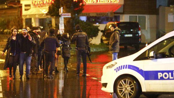 Policía turca en el lugar del atentado en Estambul - Sputnik Mundo